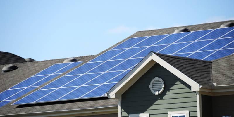 maison toit solaire