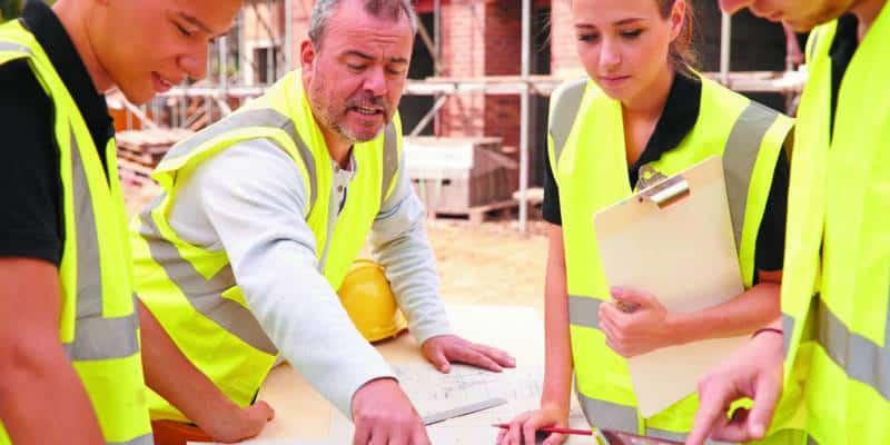 Ouvriers travaillant sur un chantier